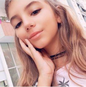 Anna KODRA 13 ans CHANTEUSE, PIANISTE