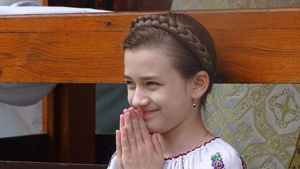 Anastasia Ciobanu à 10 ans danser la population roumaine