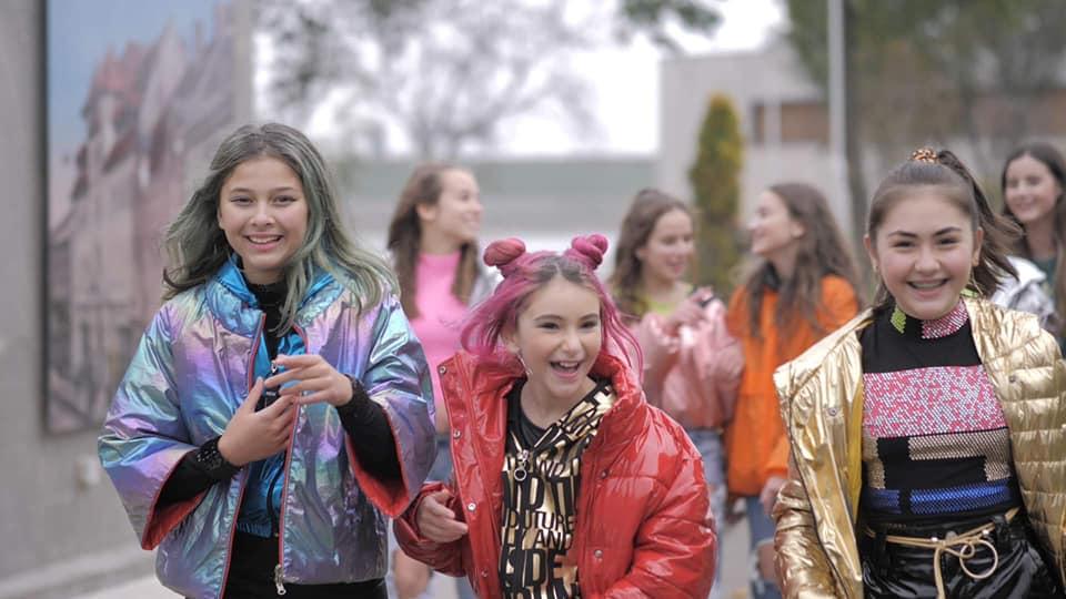 le Bad girls le trio en Roumanie un sucée  avec trois Voice magique